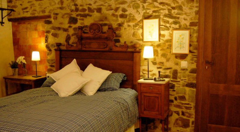 Rural tourism MasRegot rooms Els Trobadors Double room
